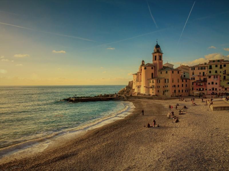 Sapore di mare, l'economia costiera fra servizi e turismo
